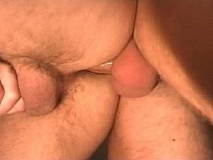 Brave huisvader laat zich neuken door dikke zwans