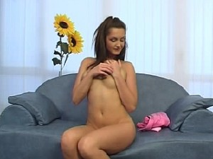 Hitsige tiener speelt met haar sperma mossel